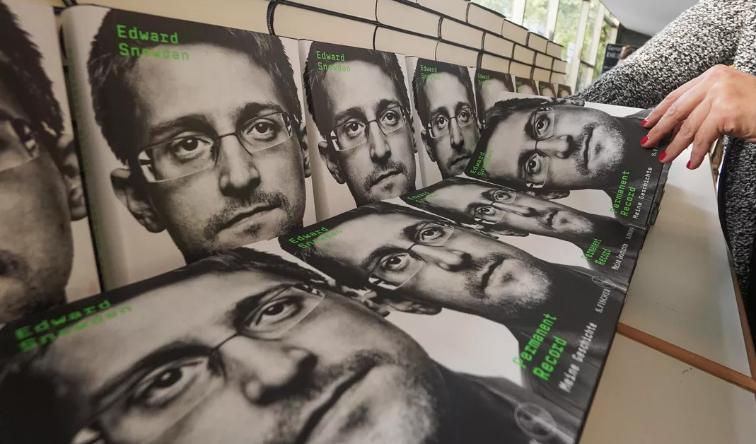 US Judge Approves Seizure of Edward Snowden Book Profits